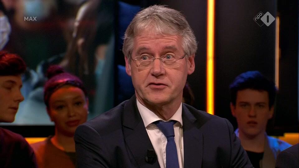 Minister van Onderwijs Arie Slob beantwoordt ingezonden vragen over problemen in het onderwijs
